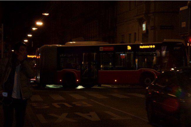 Der 13A-Bus stand quer über die Fahrbahn in Wien-Neubau.