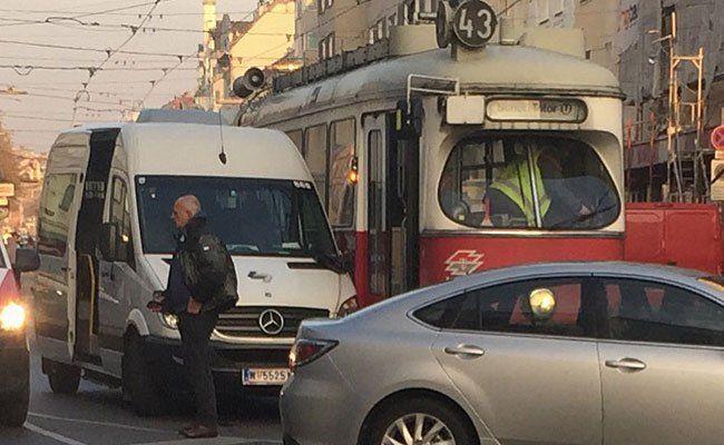 Auf der Hernalser Hauptstraße kam es zu einem Unfall mit einer Straßenbahn