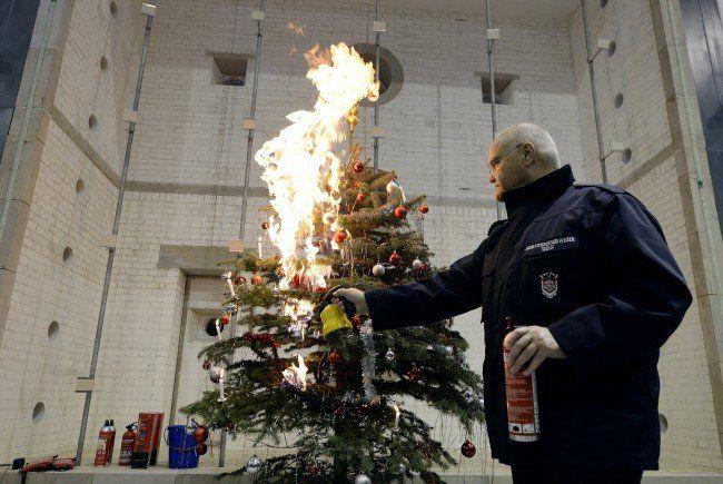 Sicherheitstipps gegen brennende Christbäume