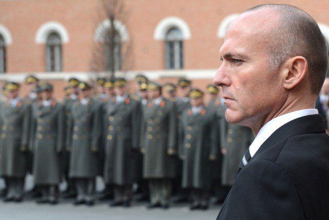 Gerald Klug war bei der Enthüllung der Gedenktafel in der Roßauer Kaserne dabei.