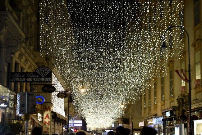 In Wien wurde die Weihnachtsbeleuchtung angeknipst.