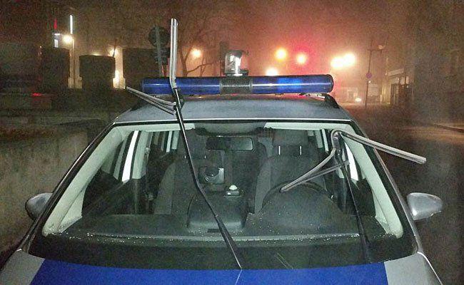 Dieser Polizeiwagen wurde in Wien 15 beschädigt