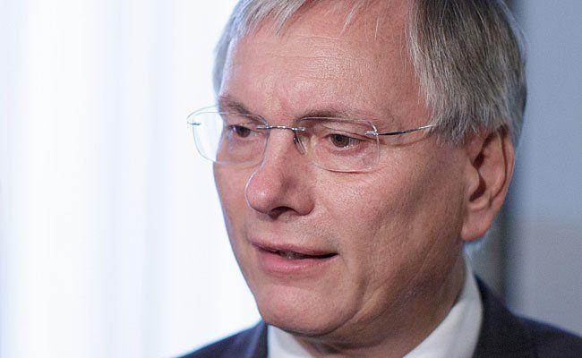 """Alois Stöger zufolge sei der Ersatz für die ÖBB-Sonderzüge ein """"ganz normaler Vorgang"""""""