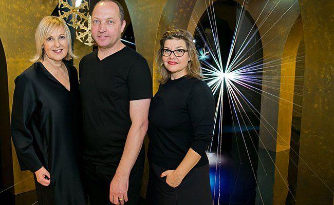 (v.l.) Carla Rumler (Cultural Director, Swarovski), Designer Tord Boontje und Lilli Hollein (Direktorin der VIENNA DESIGN WEEK)