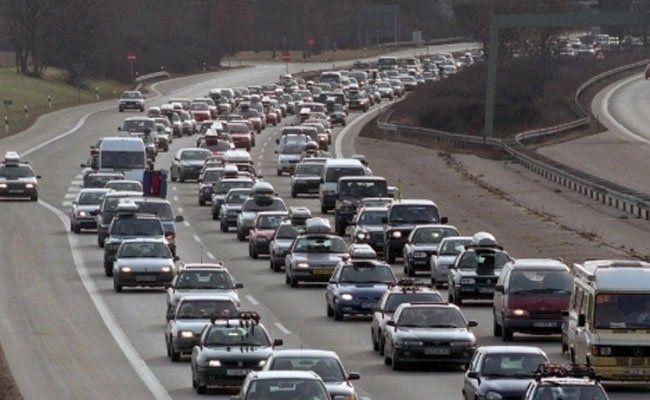 Autofahrer müssen sich nach der Sperre des Tunnels gedulden.
