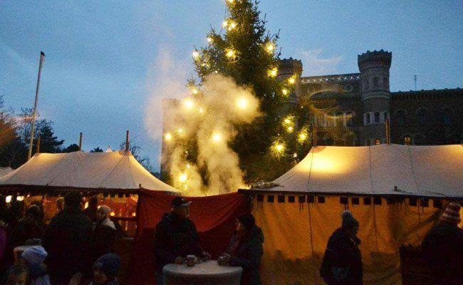 Der mittelalterliche Weihnachtsmarkt beim Heeresgeschichtlichen Museum.