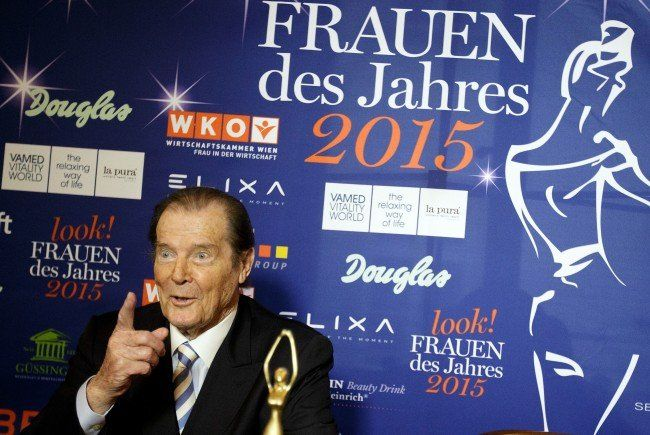 "Sir Roger Moore bei der Pressekonferenz zur ""Women of the Year""."