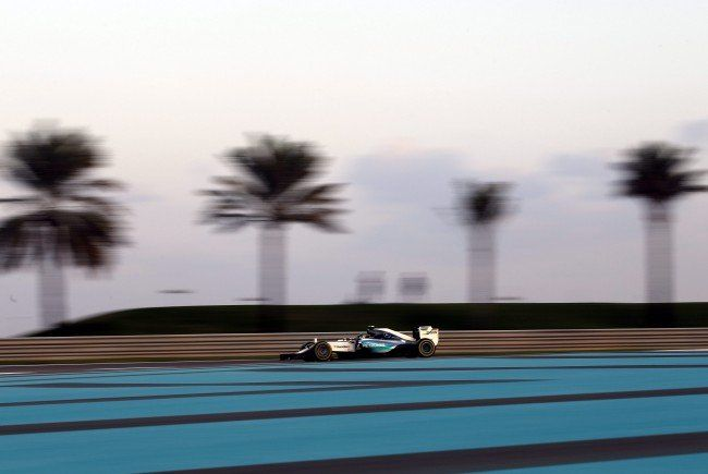 Rosberg beweist erneut starke Form im Saisonendspurt.