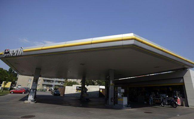 Vier Mal überfiel der Räuber die gleiche Tankstelle.