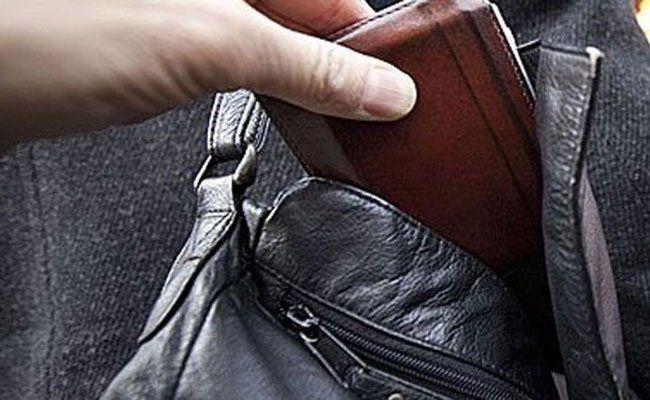 Die Polizisten hatten die beiden Taschendiebe wieder.