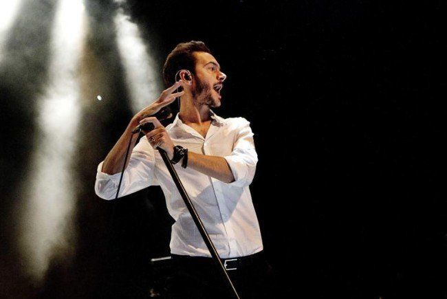 Singt wie ein junger Gott, tanzt aber etwas merkwürdig: Editors-Frontmann Tom Smith.