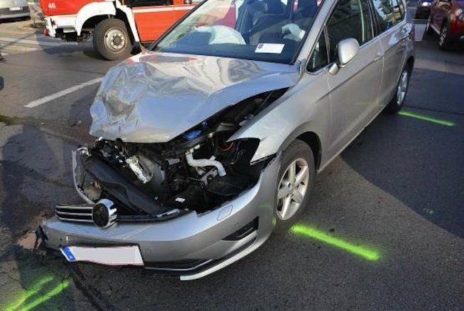 Eines der Unfallfahrzeige nach dem Crash in Brigittenau