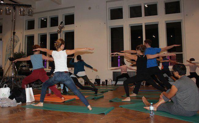 Begeistert mitgeübt wurde bei der Yoga Planet im MAK