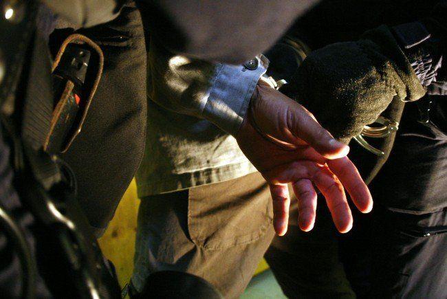 Onkel bedrohte Neffen bei Familienstreit in Wien mit Messer