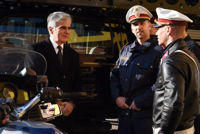 Werner Faymann bei seinem Besuch der Exekutive.