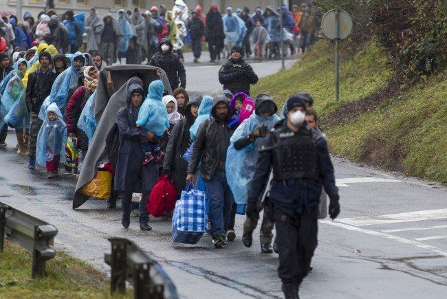 Flüchtlinge bei Einkunft in Österreich.