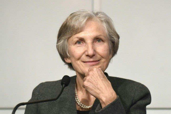 Irmgard Griss kündigt eine baldige Entscheidung um die Präsidentschaftswahlkandidatur an.