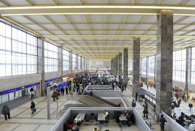 Ein 14-Jähriger wurde am Wiener Westbahnhof attackiert und verletzt.