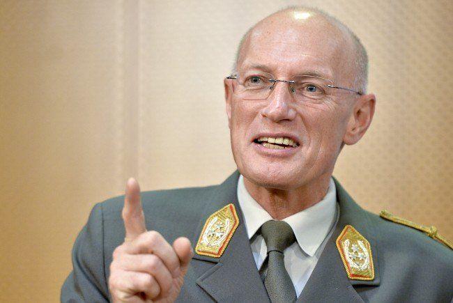 Generalstabschef Othmar Commenda weist Kritik aGeneralstabschef Othmar Commenda weist Kritik an der Ausrüstung der Grenzsoldaten zurück.n der Ausrüstung zurück.