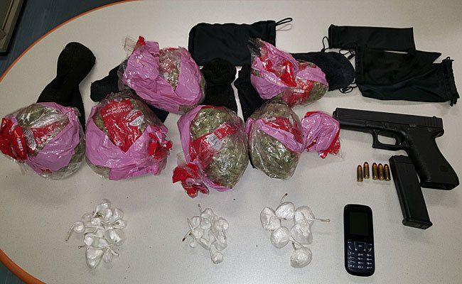 Die sichergestellten Drogen und die Waffe
