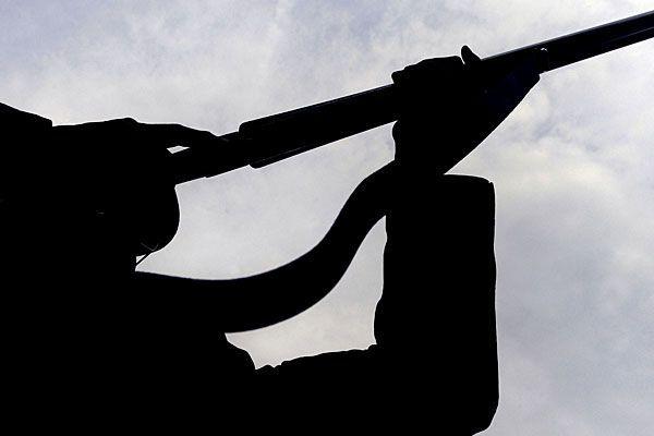 Mit einem Luftdruckgewehr erschreckten die jungen Burschen Passanten