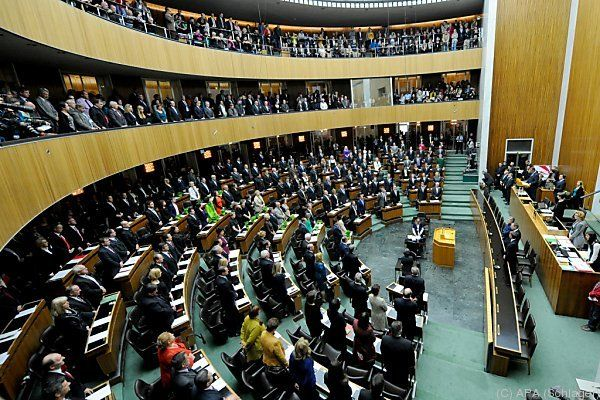 Politiker-Bezüge steigen 2016 um 1,2 Prozent