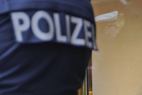 Die Polizei nahm den aggressiven Nachschwärmer fest.