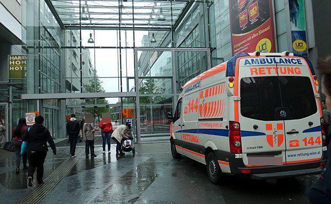 Vor dem Nachtclub in der Millennium City wurde ein Polizist attackiert