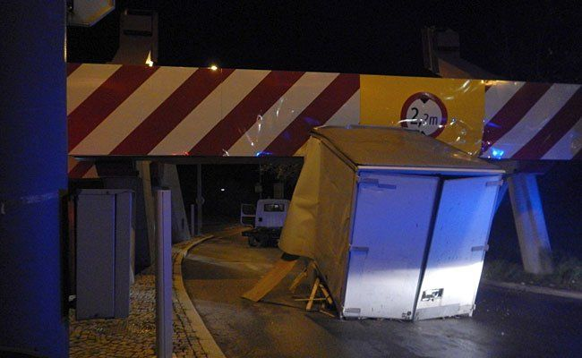 Der Lkw geriet in Brigittenau in die Höhenkontrolle