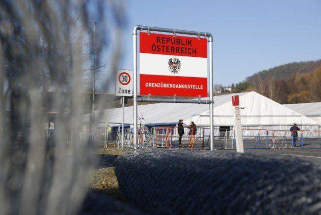 Der Zaun in Spielfeld nimmt seit Montag Form an.