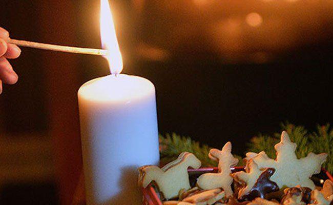 Die Frau hatte eine Kerze brennen lassen und war eingeschlafen.