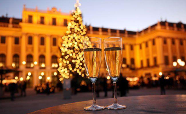 Auch heuer lädt der Neujahrsmarkt in Schönbrunn zum Verweilen ein.