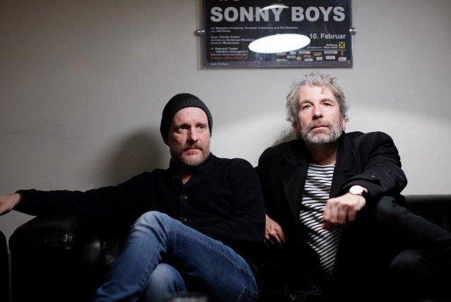 """Christoph Grissemann und Dirk Stermann gehen als """"Sunny Boys"""" auf die Bühne."""