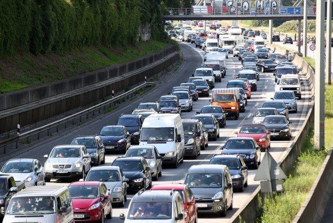 Autofahrer auf der A23 müssen derzeit die Nerven bewahren.