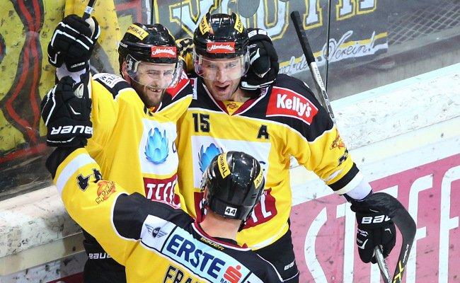 Die Vienna Capitals freuen sich über den Sieg über Südtirol.