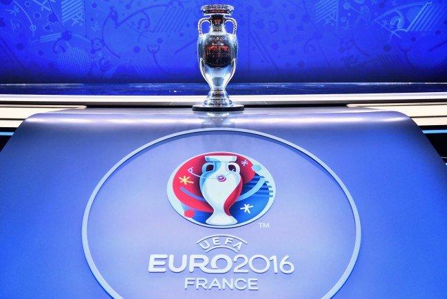 Um diesen Pokal geht es im Sommer in Frankreich.