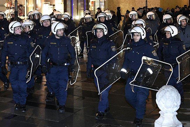 Rund um den Akademikerball gibt es ein Platzverbot - die Polizei ist im Großeinsatz