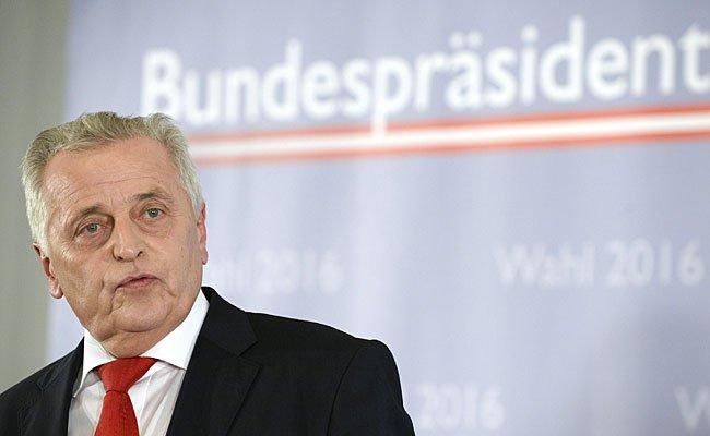 Bundespräsidentschaftskandidat Sozialminister Rudolf Hundstorfer (SPÖ) bleibt gelassen