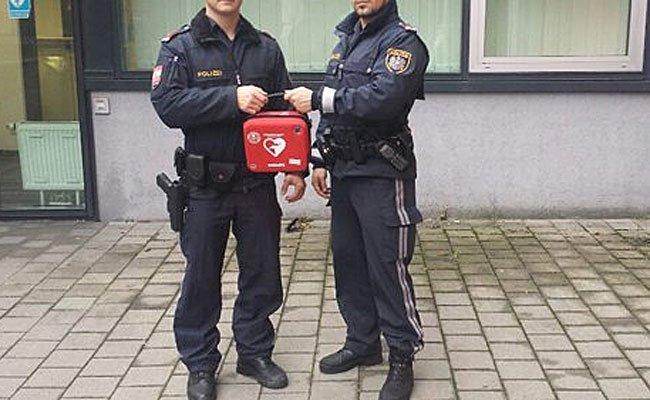 Die Wiener Polizei wurde mit Defibrillatoren ausgestattet.
