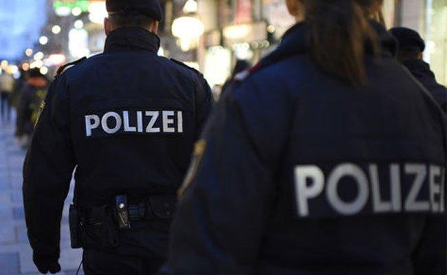 Die Polizisten konnten die Raufbolde schließlich festnehmen.