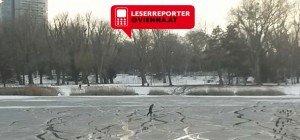 Risikobereite Eisläufer auf angetautem Gewässer der oberen alten Donau
