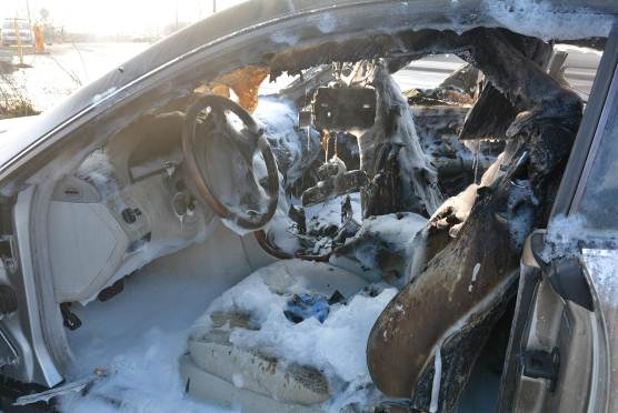 Das Fahrzeug brannte völlig aus.