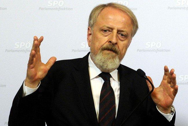Gerhard Schmid sieht wichtigere Themen als die Flüchtlingsobergrenze.
