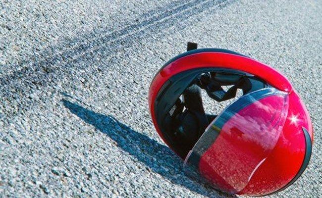Der Mopedlenker kam bei dem Zusammenstoß zu Sturz.