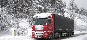 Lkw-Unfall auf der A10: 400 Liter Diesel fließen aus