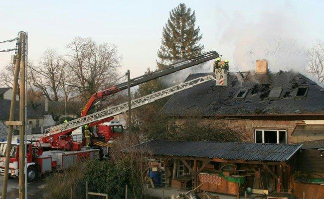 Der Besitzer des Hauses in Korneuburg steht wegen Brandstiftung vor Gericht.
