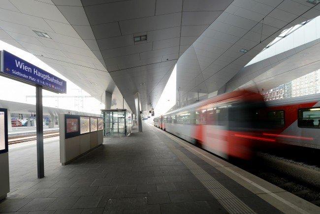 Ein zugbegleiter wurde am Montag am Wiener Hauptbahnhof bestohlen.