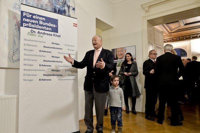 Khol konnte bei seiner Wahlkampfbüro-Eröffnung viele bekannte Politiker begrüßen.