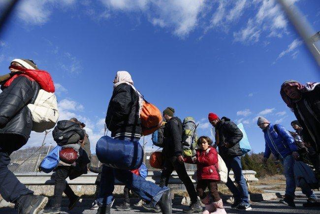 Flüchtlinge: Kontrollen an zwölf weiteren Übergängen in Österreich