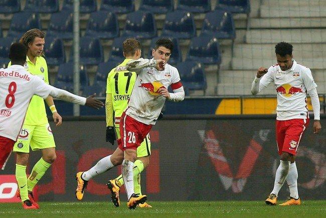 Red Bull Salzburg bleibt nach dem 4:1-Sieg über Austria Wien an der Tabellenspitze.